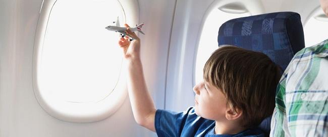 Ребенок в самолете: несколько простых правил
