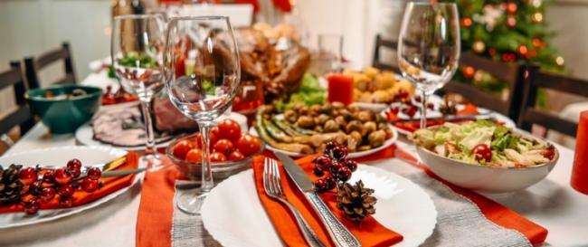 Накрываем праздничный стол: где заказать новогодние блюда