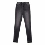 Моделирующие eco-friendly джинсы